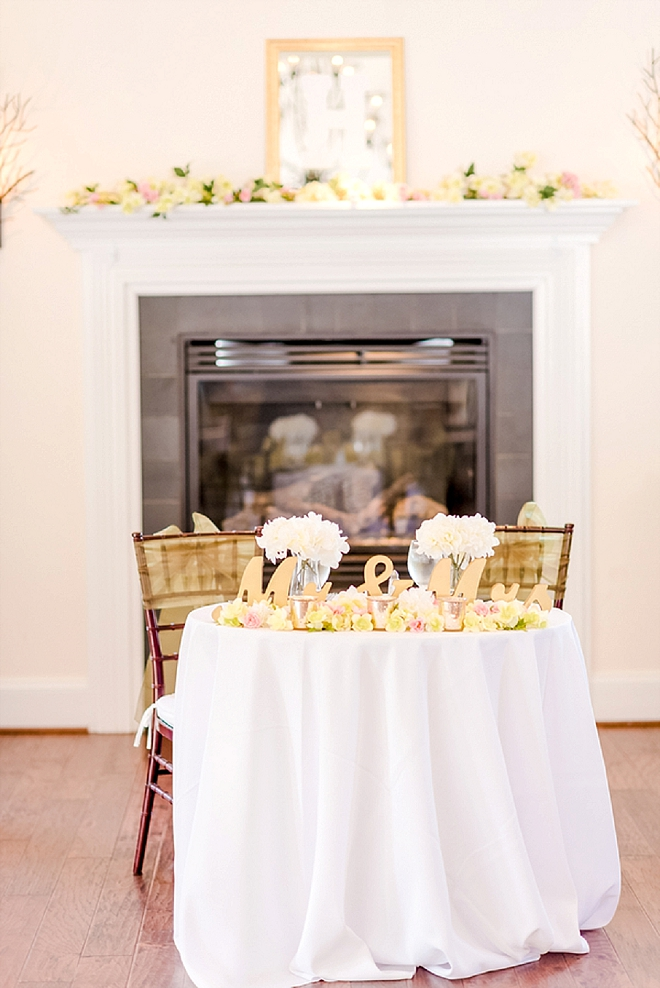 We're crushing on this stunning sweetheart table! So stunning!