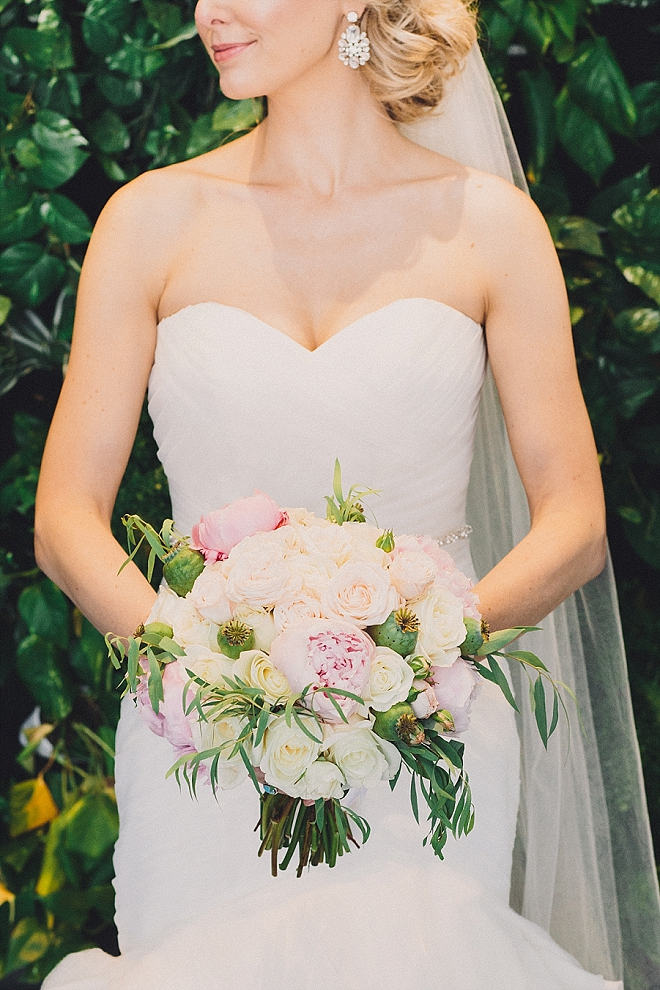 Sweet snap of the Bride before the first look! We're LOVING her style!