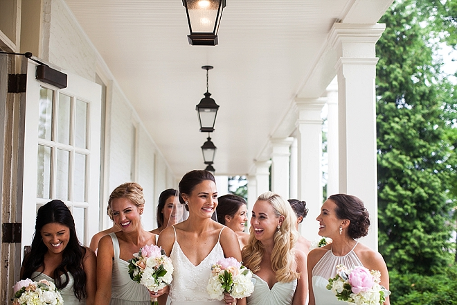 How adorable is this Bride and her gorgeous bridal party?! LOVE!