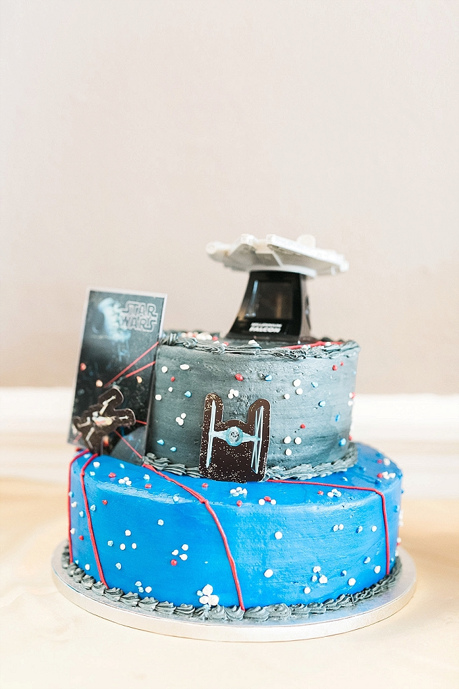 Check out this Groom's super fun Star Wars groomscake!