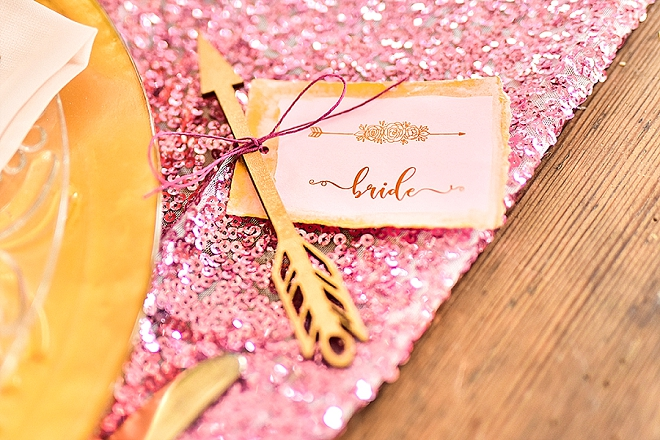 Looking for a super cute and customized name plate for you and your guests? We're in LOVE with these amazing wooden place cards!