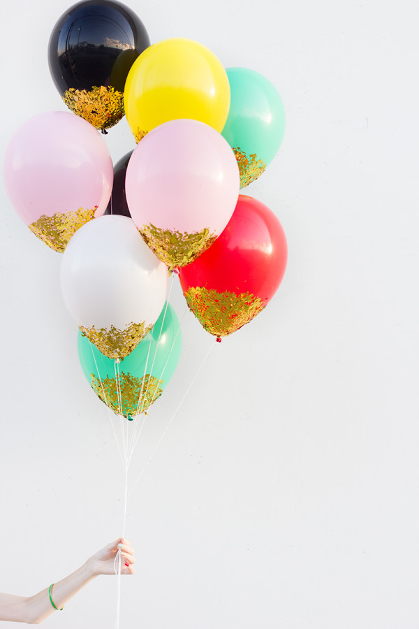 Glitter dipped balloons. YES! I need these at my wedding or bridal shower.