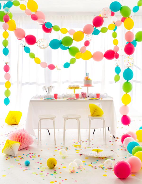 Vinculando balões de guirlanda. Eu não tinha idéia de que isso era uma DIY tão fácil!