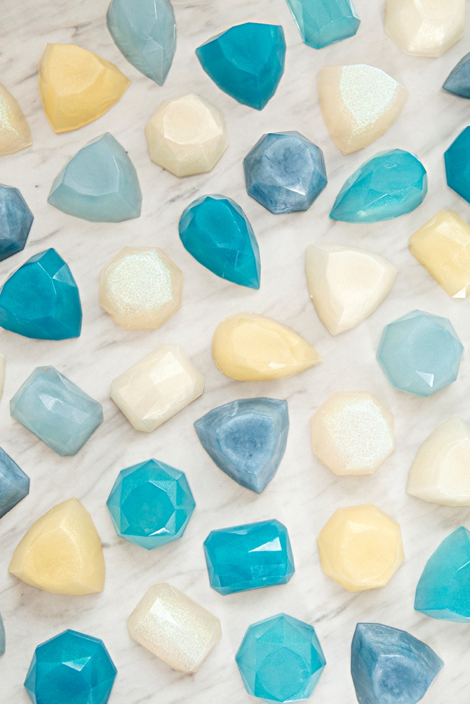 How pretty are these DIY gemstone soaps!!