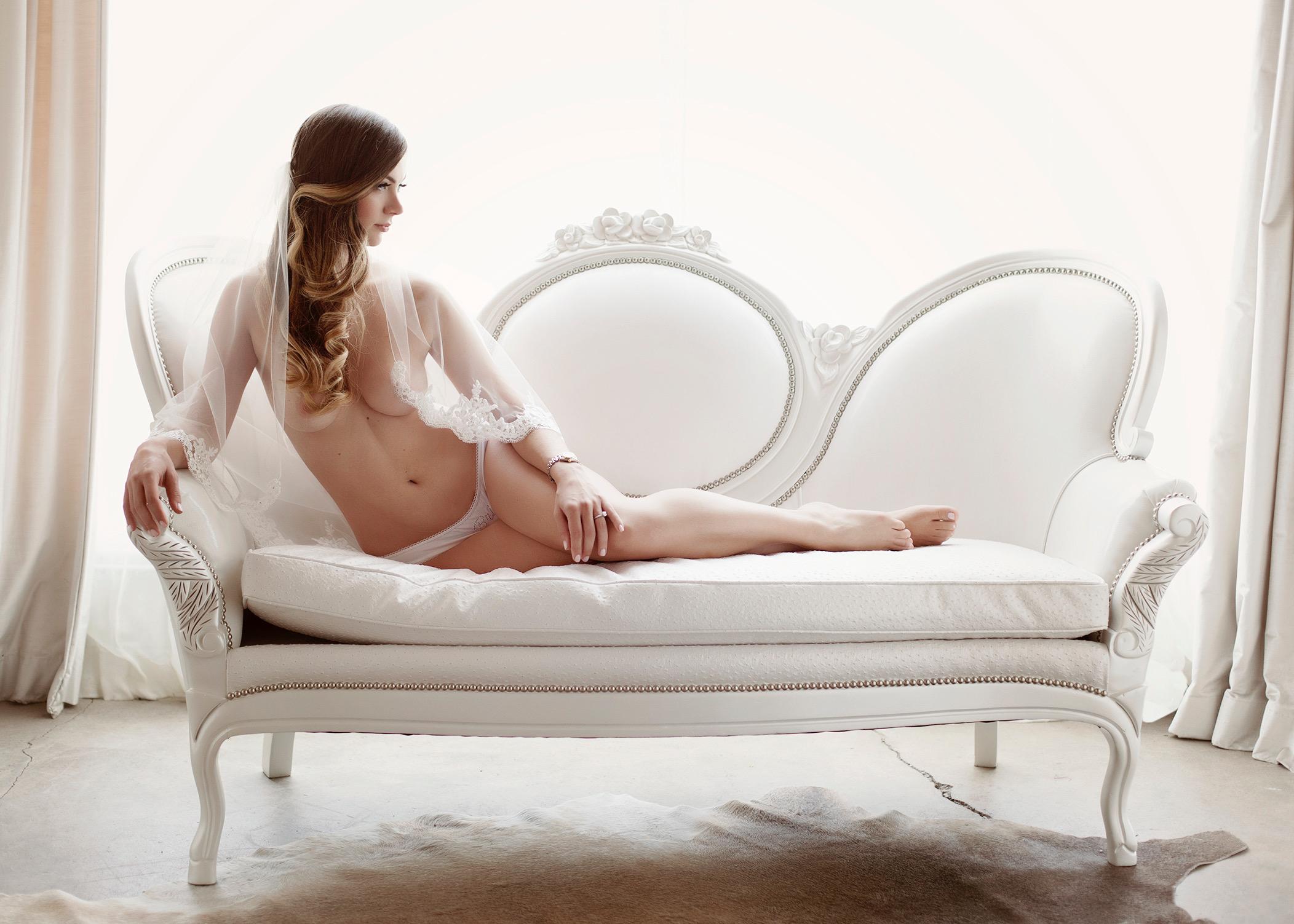 Gorgeous, classs boudoir shot