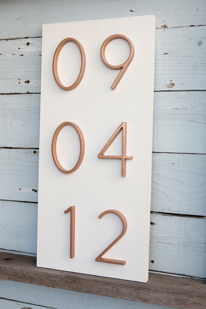 I'm obsessing over this DIY address number wedding date sign!