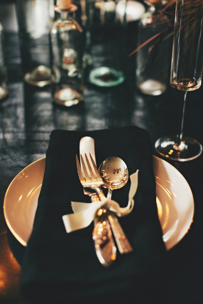 I LOVE this dark tablescape. This is a great way to incorporate halloween into a wedding and still be classy.
