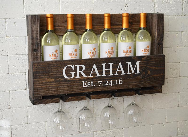 This rustic wine rack is so freaking cute!
