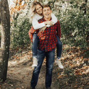 How CUTE is our new Bridal Blogger Carli's engagement session?! LOVE!