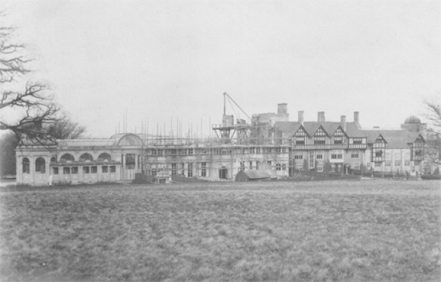 Manor undergoes Wright expansion, 1890s
