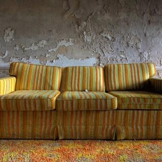 Buck-Hill-Inn-10-couch
