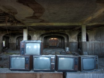 Buck-Hill-Inn-36-televisions-south-exchange-room