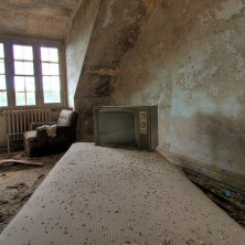 Buck-Hill-Inn-41-room-bed-tv