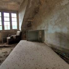 Buck-Hill-Inn-41-room-bed-tv