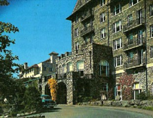 hotel entrance drive, 1950s