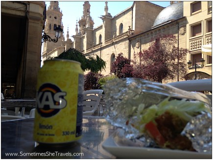 A little lunch behind the co-Cathedral. Kas Limón is a bit like Squirt or Limonata. I enjoyed my falafal.