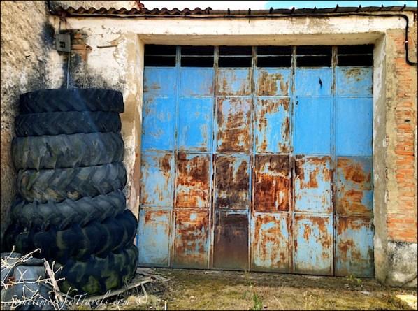 camino de santiago santo domingo garage door