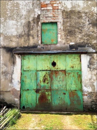 camino de santiago santo domingo garage door2