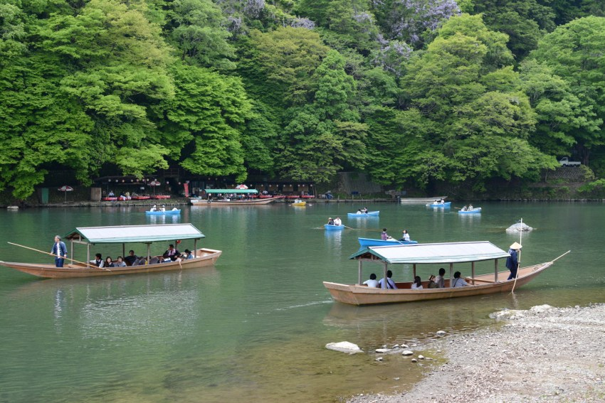 Kyoto_boats in river
