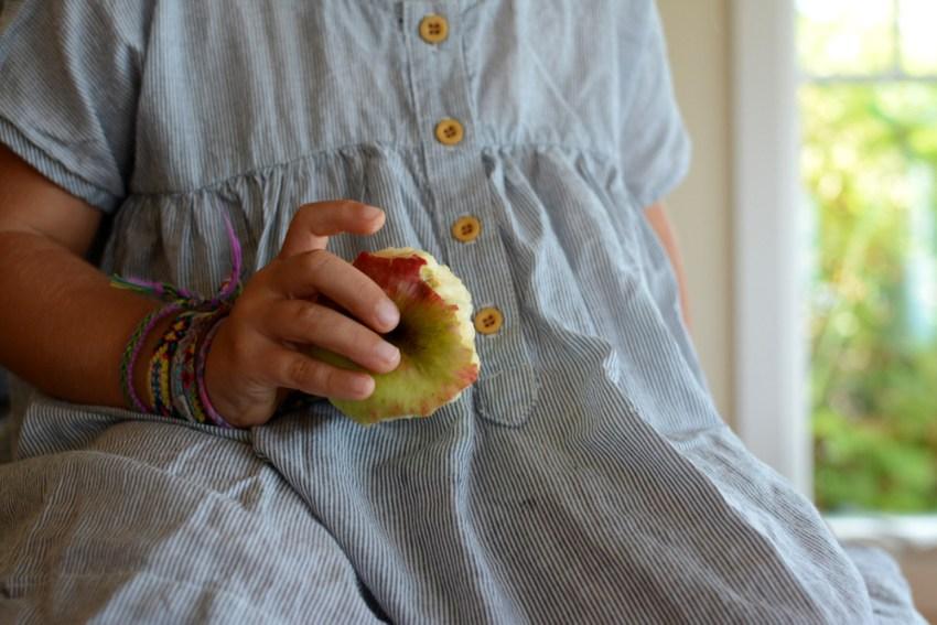marlow eating apple