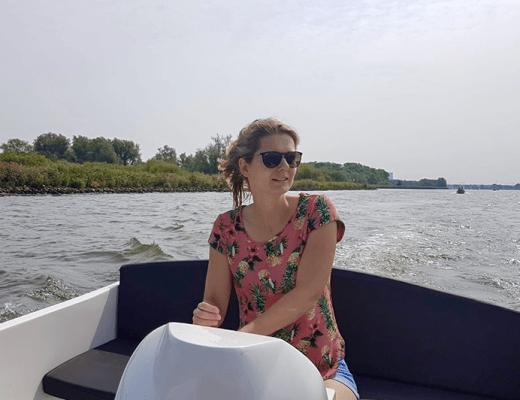 De Biesbosch verkennen met een sloep
