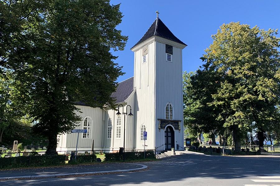 Kerk in Drøbak - sommarmorgon.com
