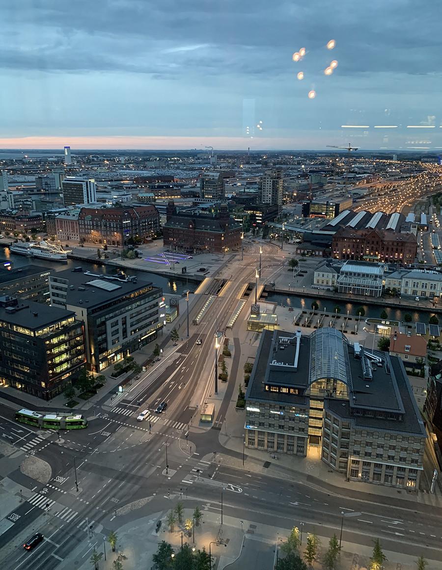 Malmö in het donker vanuit de skybar - sommarmorgon.com