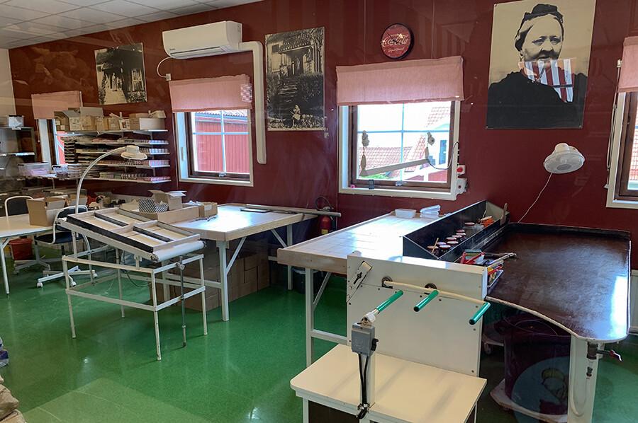 Een kijkje in een van de polkagrisar keukens - sommarmorgon.com