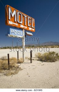 old-1950s-neon-sign-reading-motel-pool-in-remote-part-of-desert-of-b2y0r5