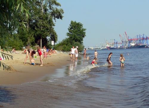 Sommer-Elbe-Strand in Hamburg