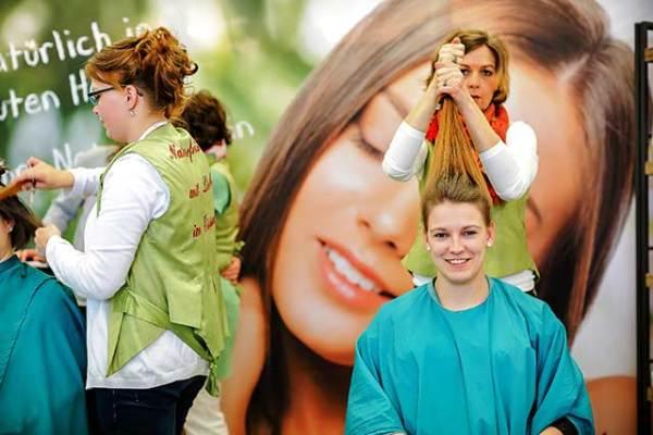 Haare machen auf der Lebensfreude Frühlingsmesse Hamburg 2019