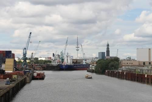 Blick in den Hamburger Hafen von Wilhelmsburg aus