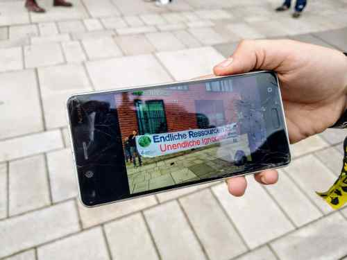 Klimastreik: Foto von Schülern vor der Greenpeace-Zentrale in Hamburg