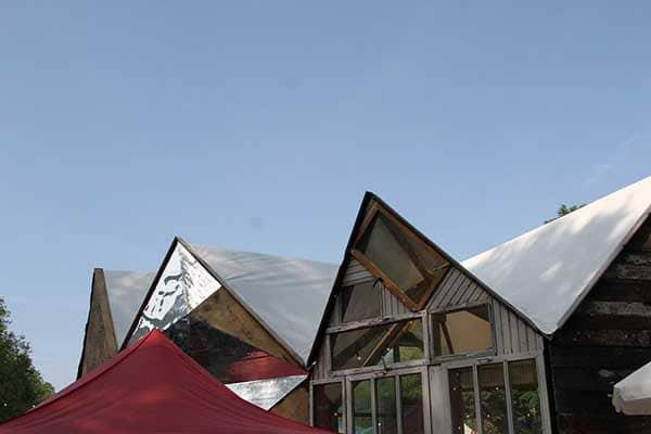 Dach des Festivalzentrums Altonale