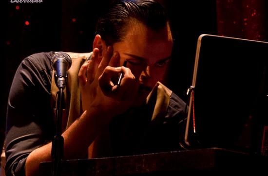 El intérprete - (c) Bserrano.