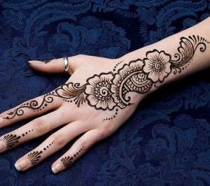 Arabic style mehndi, Image Source: www.awomentab.in