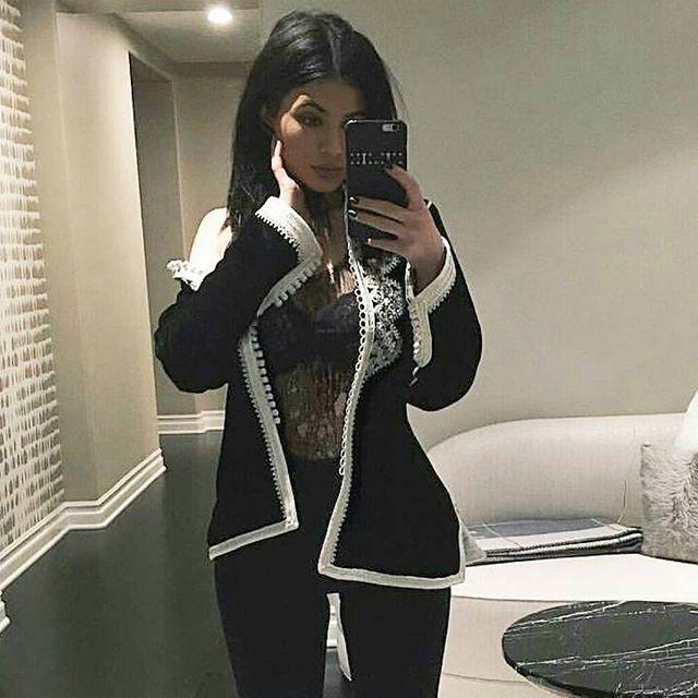 Kylie Jenner in moroccan clothing Kaftan Jabador