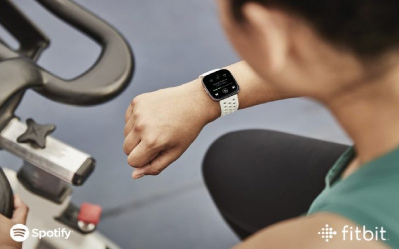 Fitbit Versa 2 con Spotify