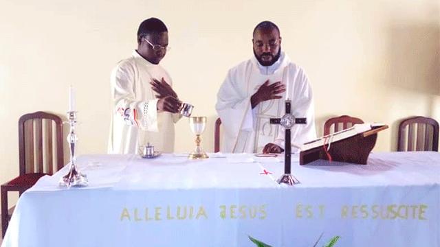 Religiosos del Estudiantado Mercedario en África, en Camerún.