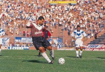 chilavert-penal-pateando-umbro-1996-quilmes-tricolor-colon-de-santa-fe