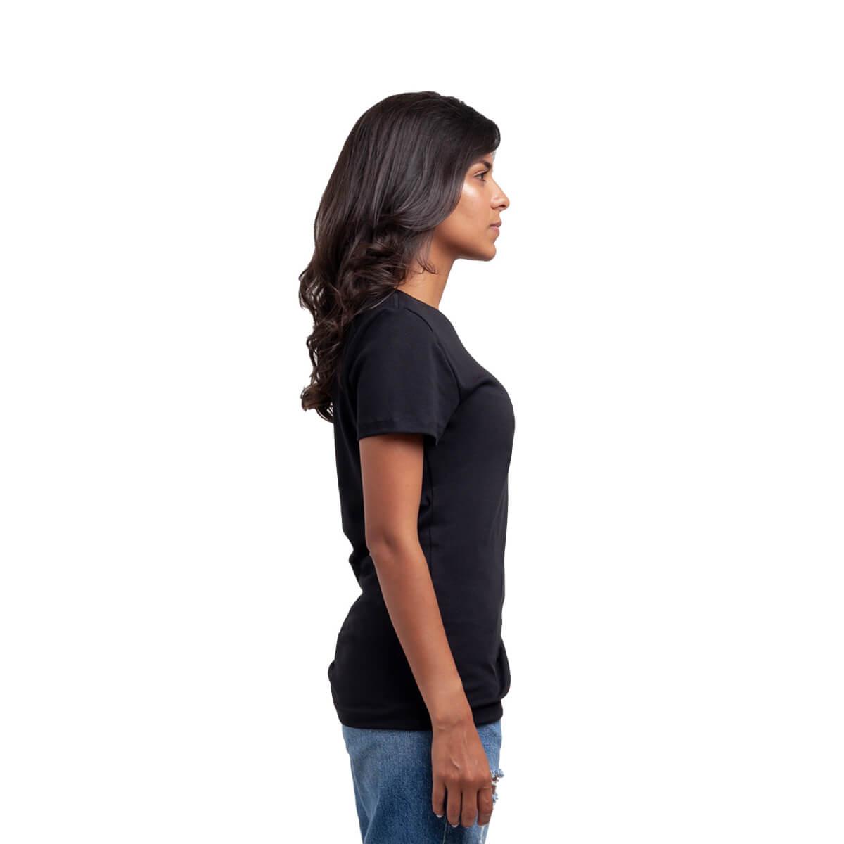 Franela esencial cuello redondo negra dama lado