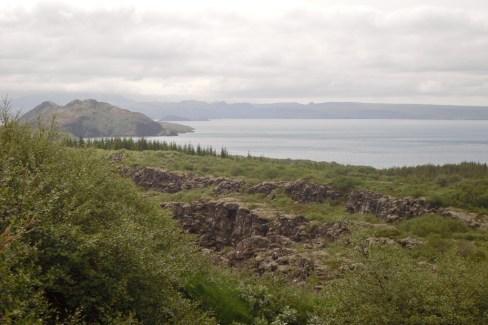 En Islandia hay muchísimos lagos. Fue una de las pocas veces que vimos árboles. Una curiosidad de Islandia es que no hay árboles, debido a la deforestación en tiempos Vikingos.