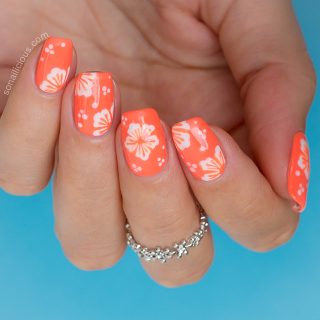 Using Sea Siren Leucosia And Clownfish Conga Essie Good To Go Top Coat These Dotting Tools Wearing Flower Crown Ring