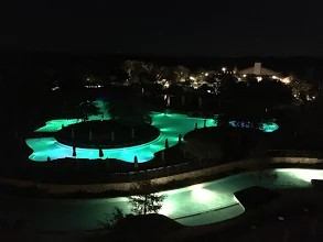 And the pool had pretty lights =)