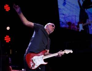 "PeteTownshend of The Who performs March 29, 2016 at Pepsi Center ""The Who Turns 50 Tour"" - Song Director Music Database Software for cataloging and organizing your digital audio files"