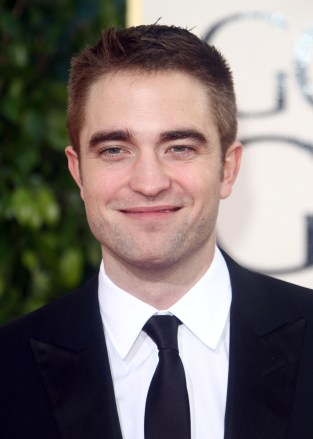 Robert Pattinson Aux Golden Globe 2013 - Red Carpet- 0007