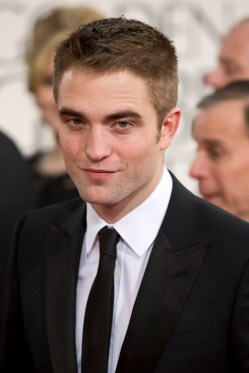 Robert Pattinson Aux Golden Globe 2013 - Red Carpet- 0016