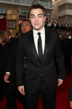 Robert Pattinson Aux Golden Globe 2013 - Red Carpet- 0017