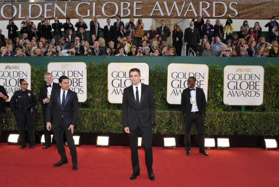 Robert Pattinson Aux Golden Globe 2013 - Red Carpet- 0028