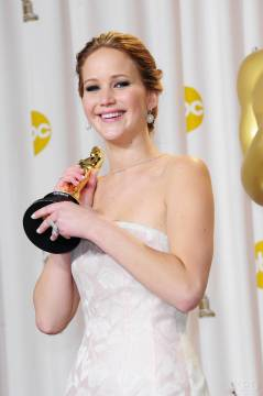 Jennifer Lawrence - L'Après Oscar - La Press Room 030